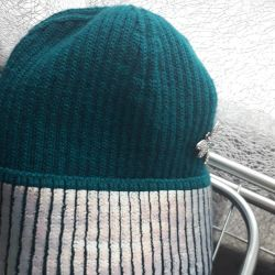 Steep new emerald green hat with silver