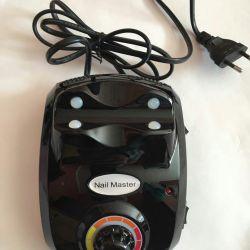 Η συσκευή για μανικιούρ και ένα πεντικιούρ του Nail Master35000