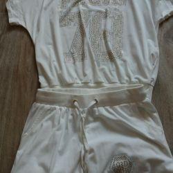 Yaz beyaz kostüm