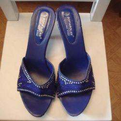 Stylish sandals p 39
