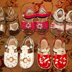 Pantofi de vopsea și sandale din piele. Dimensiunile 24 și 25