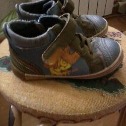 shoes for a boy, used, 25 rr