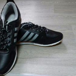 Кросовки Adidas.