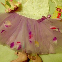 Πώληση ενός νέου φόρεμα για ετήσια