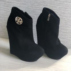 I will sell boots autumn