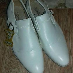 Pantofi noi (pentru băieți)