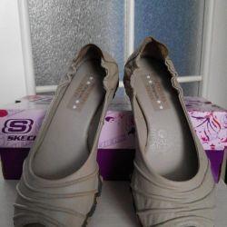Spor ayakkabısı açık Skechers.