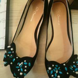 Yeni Ayakkabılar, s.40, İtalya