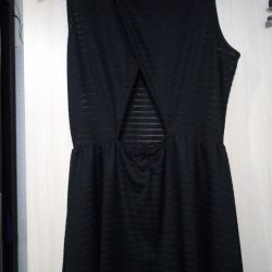 Black dress with a neckline on the lower back46r (can48)