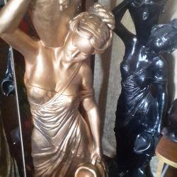αγάλματα ενός κοριτσιού