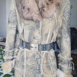 Κομψό, όχι κτυπημένο μοντέλο παλτό από δέρμα προβάτου