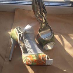 Pantofi de sandale noi p37 Italia.