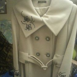 Women's coat with embroidery