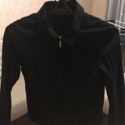 Tom Tailor markasının kilidinde gömlek.