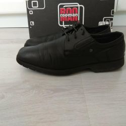 Low shoes leather