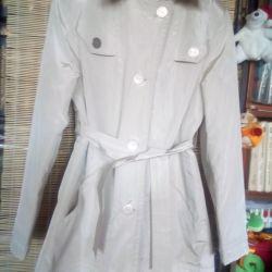 Το παλτό είναι θηλυκό, μεταλλικό, συνθετικό κρασί MaRa. P 46