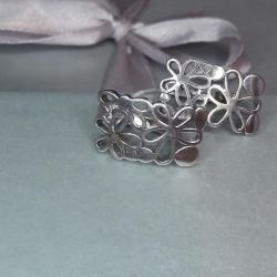 Earrings are made of 925 silver. Weight 3,12 g