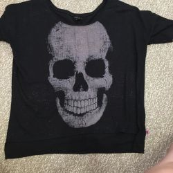T-shirt with a skull