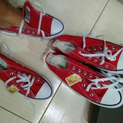 kırmızı dönüşümler spor ayakkabı. başka renkler var