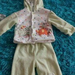 9-12 aylık bir kız çocuğu için giyim
