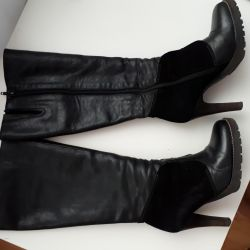 Leather boots with suede inserts