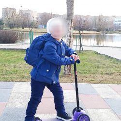 Ελαφρύ μπουφάν / αξεσουάρ / παλτό για ένα αγόρι 104