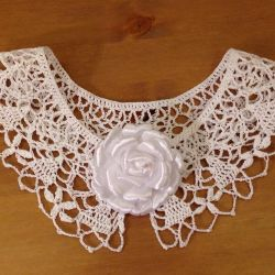 Collar with brooch-flower