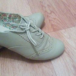Women's low shoes size 38.