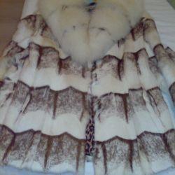 Short fur coat of fur proteins