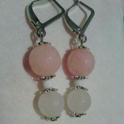 Earrings from agate and quartz.