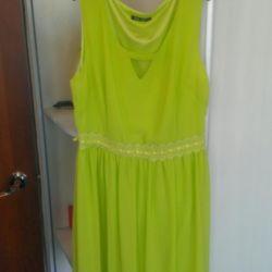 Όμορφο κομψό φόρεμα