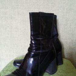 Βερνικωμένες μπότες