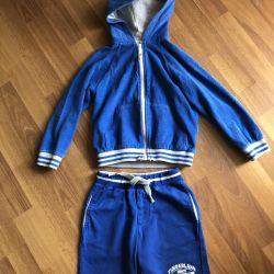Petit Bateau sweatshirt France and Timberlend shorts