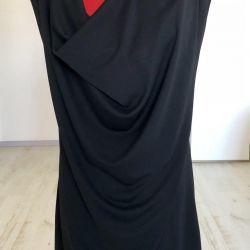 Bir kesme ODDI ile siyah elbise akşam