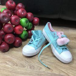 Spor ayakkabısı yeni