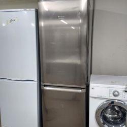 Ασημένιο ψυγείο Ariston