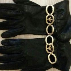 Mănuși de la Armani.