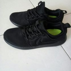 NIKE sneakers. Size: 37 (small size.
