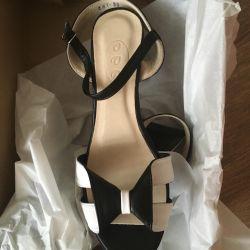 New sandals, exchange, bargaining