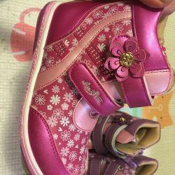Pantofi noi 28