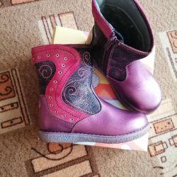 Sezonluk çocuk botları, yeni, deri.