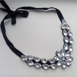 Necklace (necklace with ties)