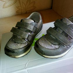 Sneakers on the girl 25 size