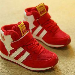 Κομψά ψηλά παπούτσια αθλητικών παπουτσιών