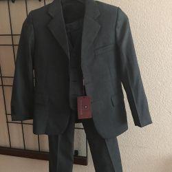 costume de vânzare pentru un băiat