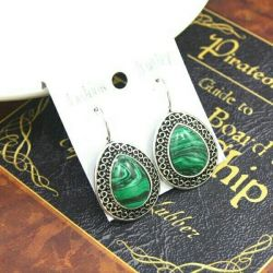 Yeşil taşlı küpeler