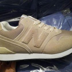 Νέα αθλητικά παπούτσια.