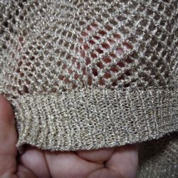 Sweater with a shiny thread.