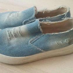 Удобная обувь Слипоны
