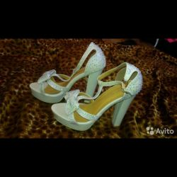 New sandals in rhinestones